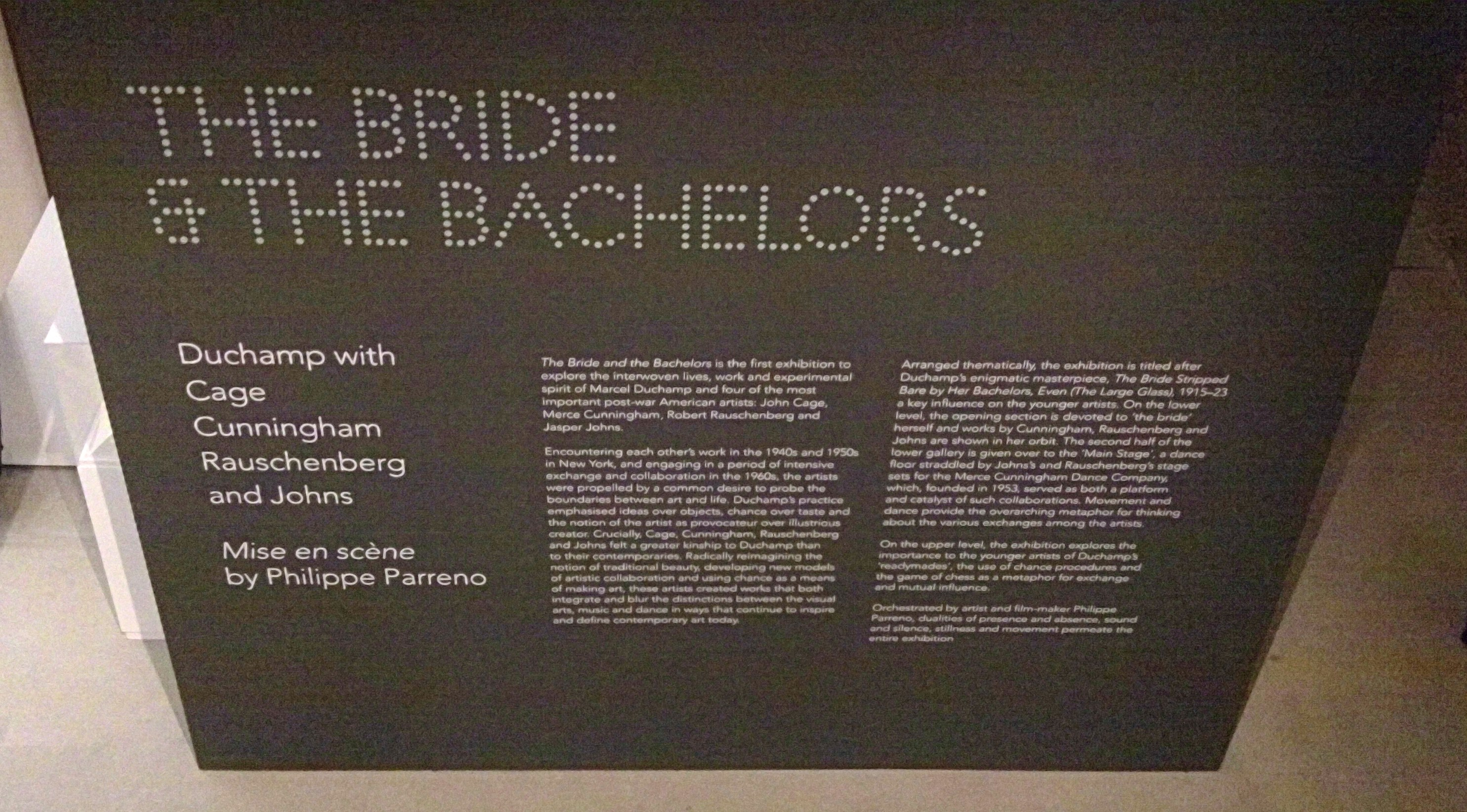 "Exhibición ""The Bride and the Bachelors"" en la Galería Barbican"